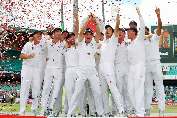 2010 Ashes Winners England lift the Urn