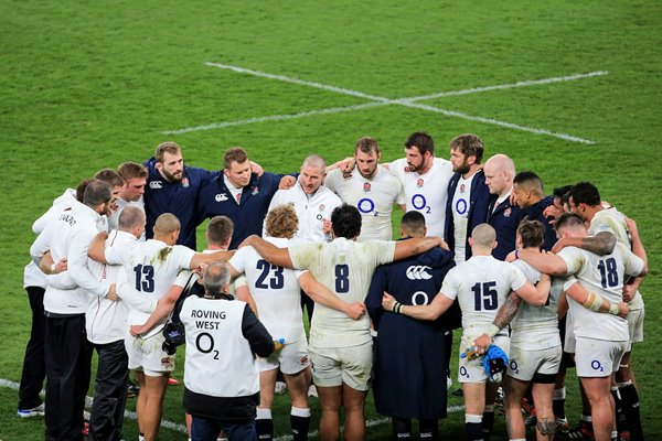 England huddle v France Six Nations Twickenham 2015