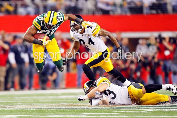 Greg Jennings of the Green Bay Packers catches Super Bowl XLV