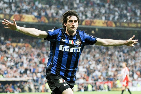 Diego Milito celebrates scoring his second for Inter