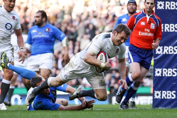 Mark Cueto scores v Italy - 6 Nations 2011