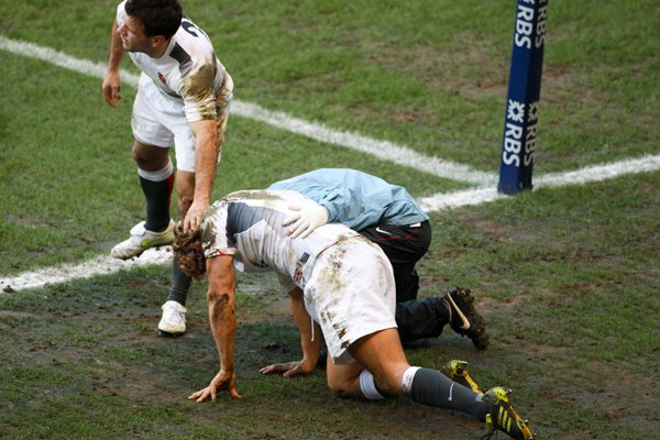 Jonny Wilkinson recovers from try saving tackle