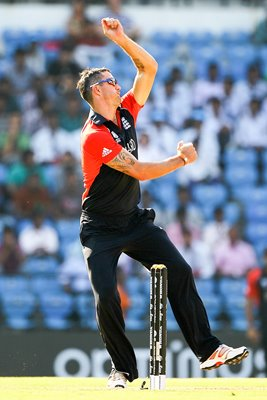 Kevin Pietersen bowls 2011 World Cup