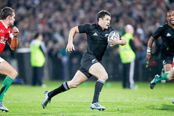 Dan Carter of New Zealand v Wales