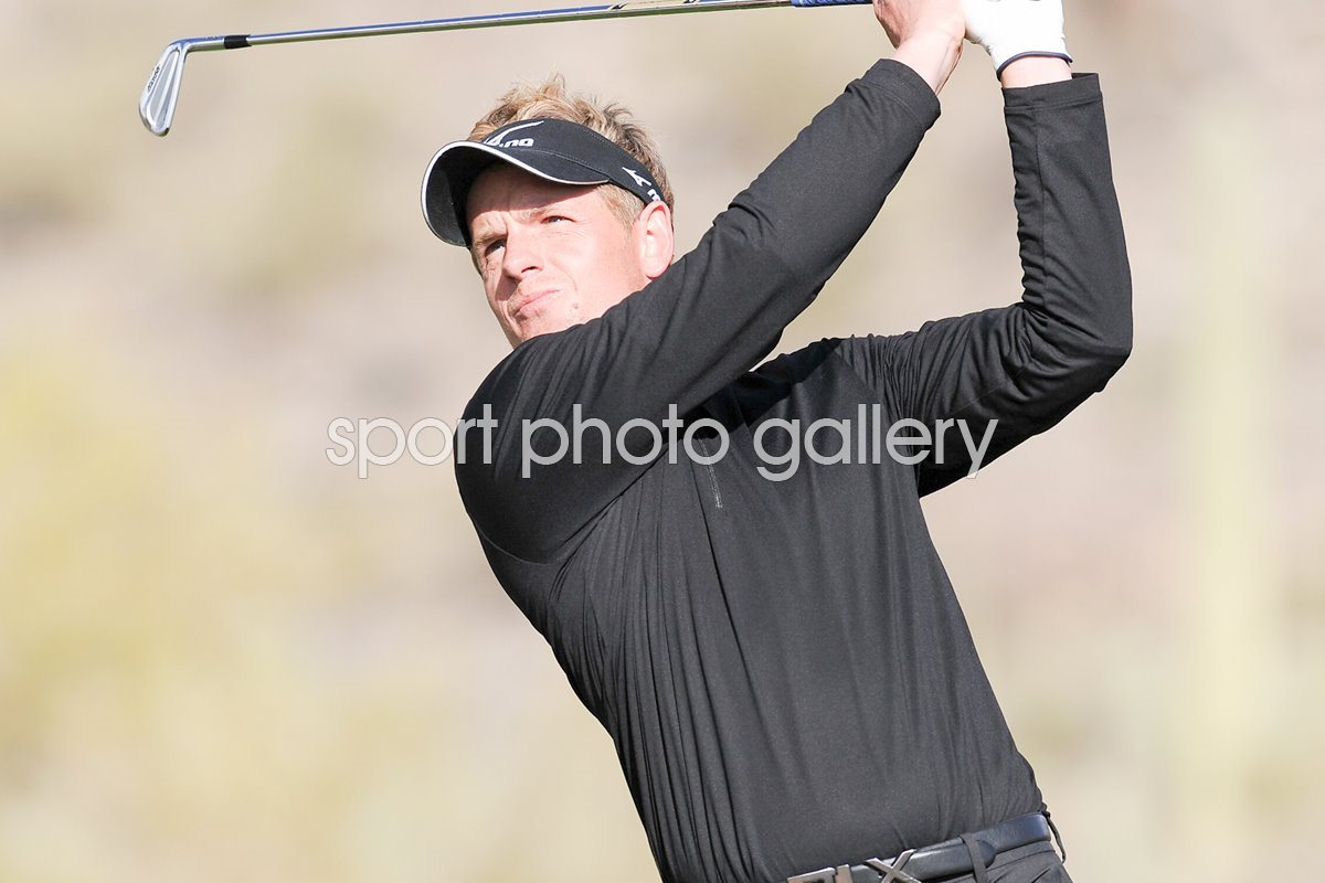 Luke Donald of England plays his tee shot WGC 2011