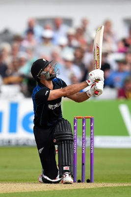 Grant Elliott New Zealand v England 4th ODI Trent Bridge 2015