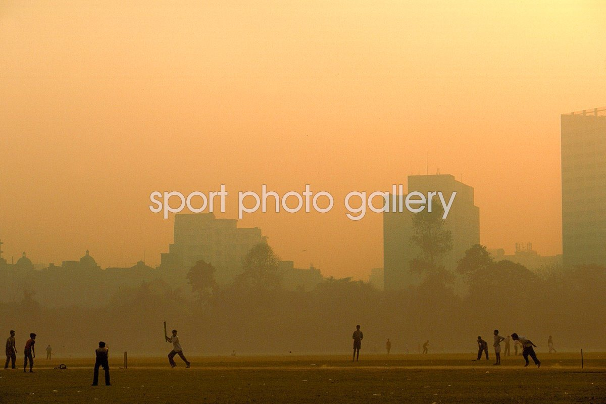 Cricket played in the streets of Calcutta