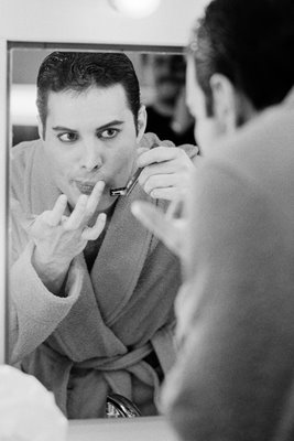 Freddie Mercury shaving 1984