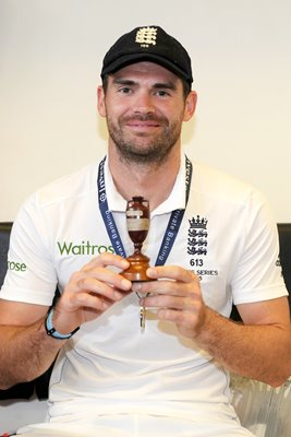 2015 James Anderson with Urn