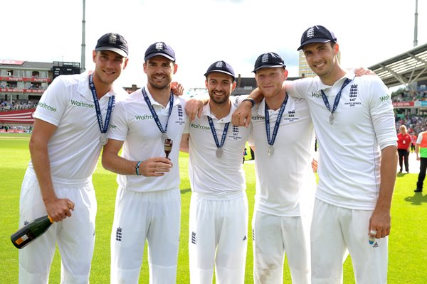 2015 England Players Celebrate victory Oval