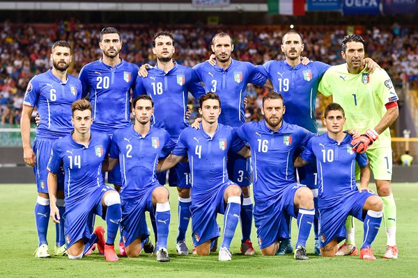 Italy pose for a team shot 2016