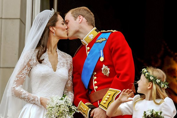 Royal Wedding - The Couple Kiss