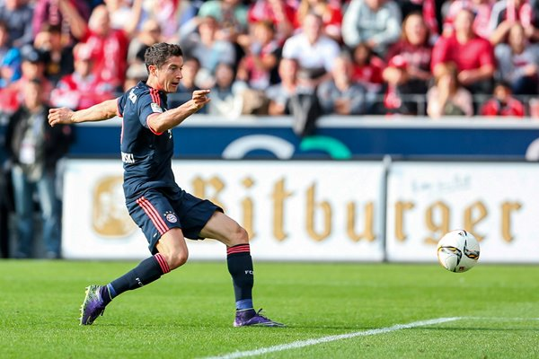 Robert Lewandowski scores for Bayern