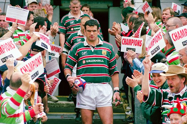 Martin Johnson Leicester Tigers leads his team out