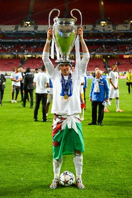 Real Madrid Gareth Bale Holding Champions League Trophy 2014