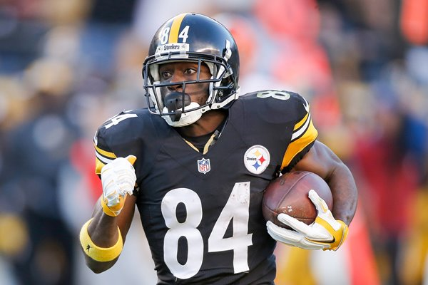 Antonio Brown Pittsburgh Steelers runs the ball