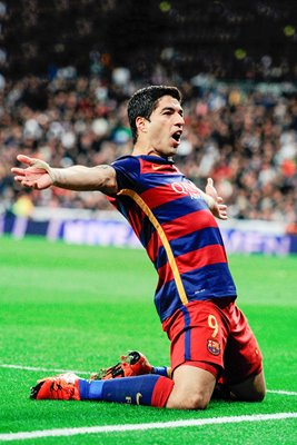 Luis Suarez FC Barcelona celebrates scoring v Real