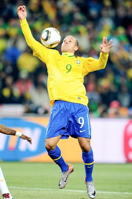 Luis Fabiano juggles en route to goal v Ivory Coast