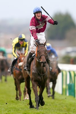 David Mullins & Rule The World win 2016 Grand National