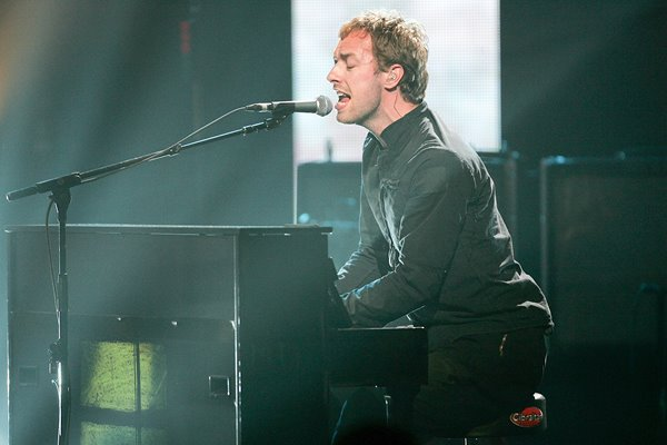 Chris Martin of Coldplay New York 2005