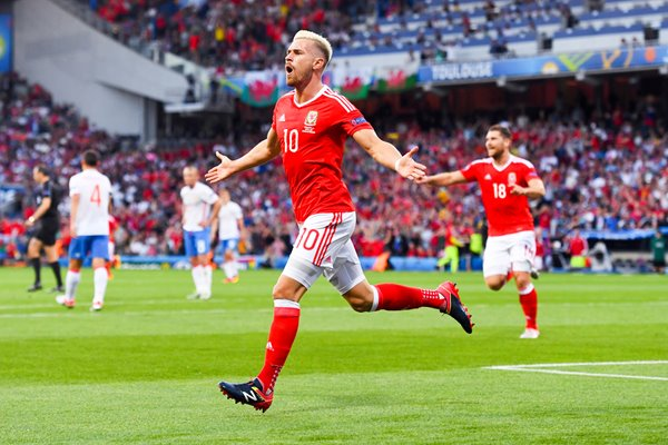 Aaron Ramsey Wales scores v Russia Toulouse 2016
