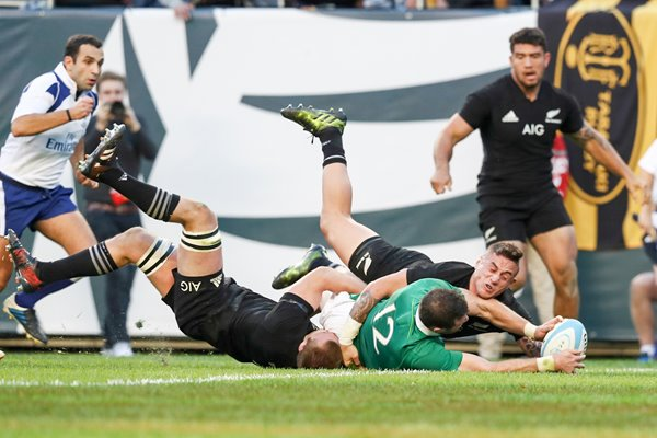 Robbie Henshaw Ireland scores v New Zealand 2016