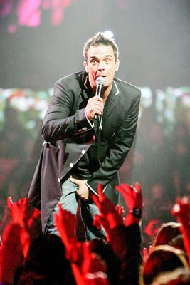 Robbie Williams in action