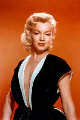 Marilyn Monroein black and white dress