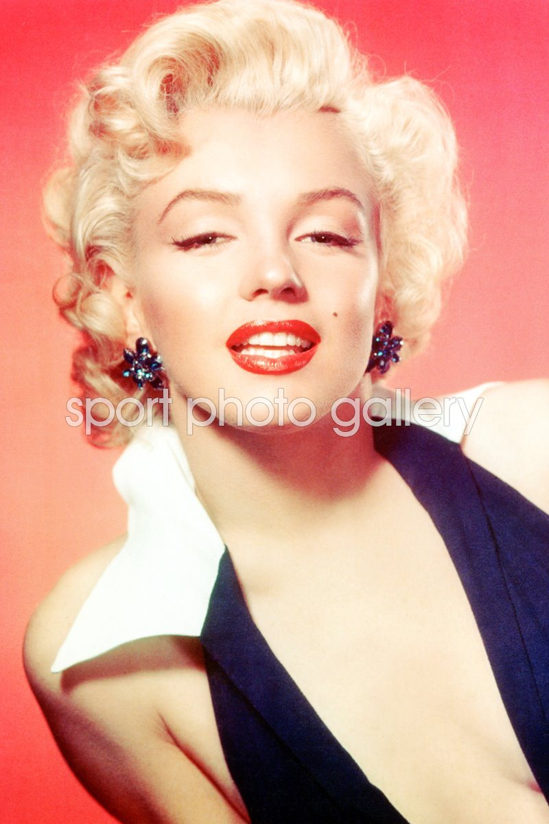 Marilyn Monroe white collar