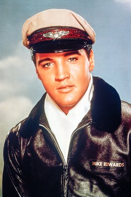 Elvis Presley plays Mike Edwards