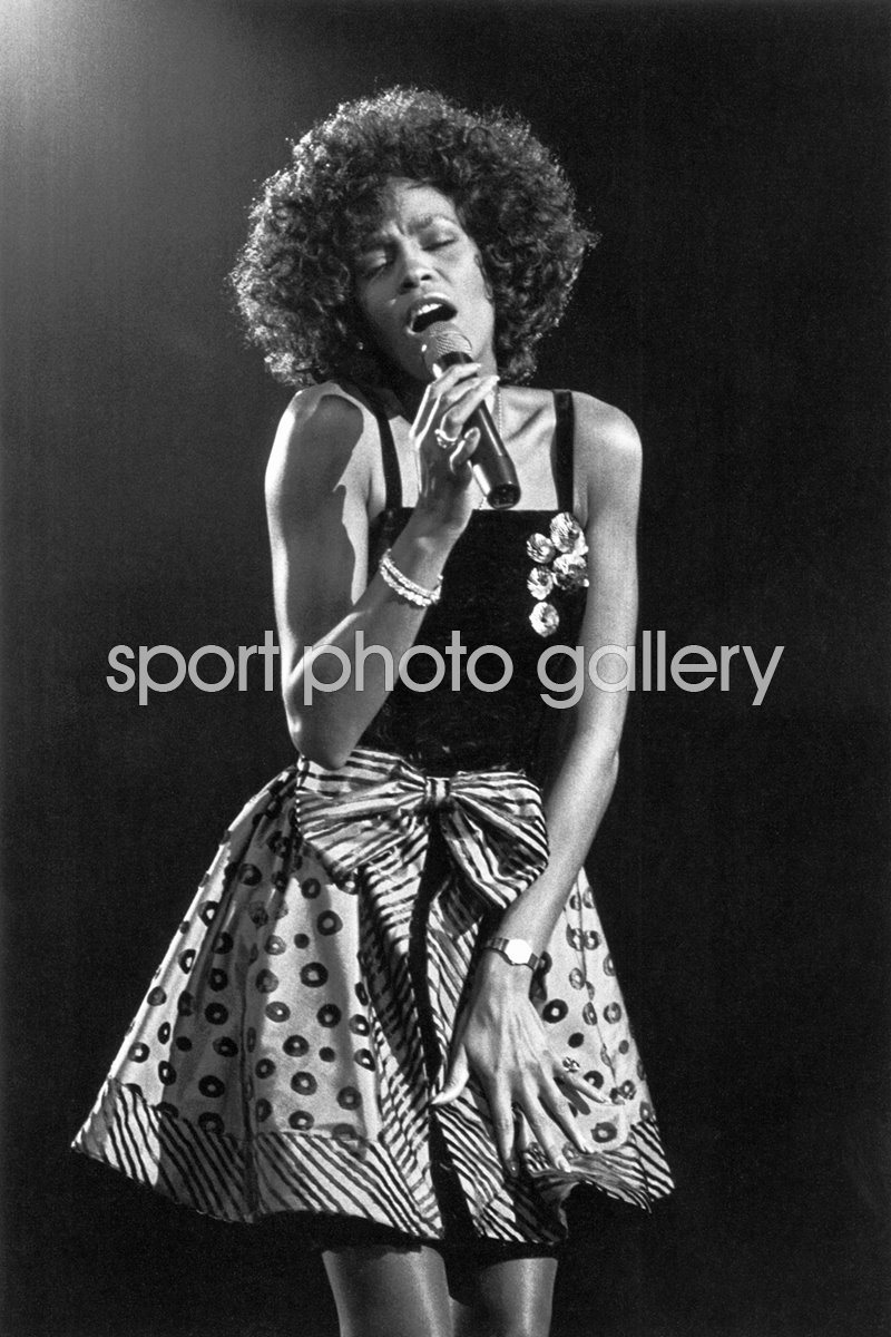Whitney Houston on stage 1988