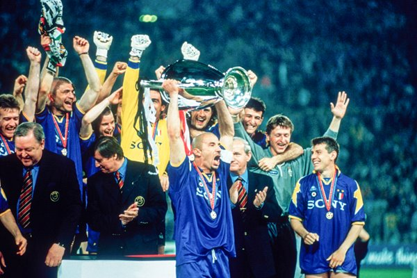 Juventus captain Vialli lifts Cup 1996