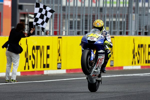 2008 Rossi wins in Japan to clinch 8th World Title