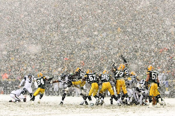 Seattle Seahawks & Green Bay Packers play in snowfall