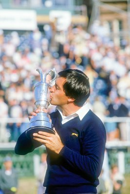 Seve kisses Clartet Jug St Andrews 1984