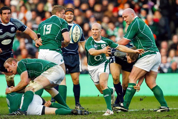 Peter Stringer passes Ireland v Scotland 2009