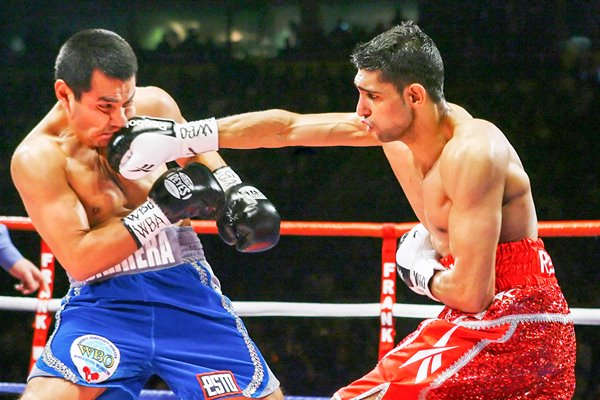 Amir Khan lands v Marc Antonio Barrera 2009