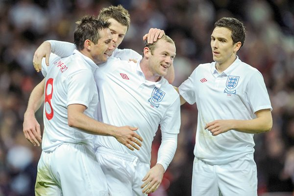 Wayne Rooney celebrates goal v Slovakia Wembley 2009