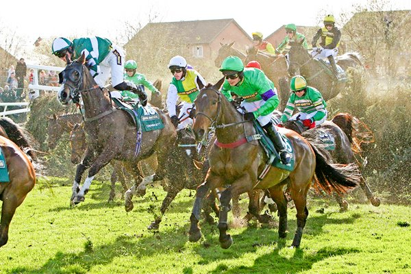 Mon Mome keeps clear of danger 2009 Grand National