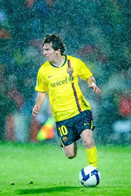 Lionel Messi in the rain - Barcelona v Getafe 2009