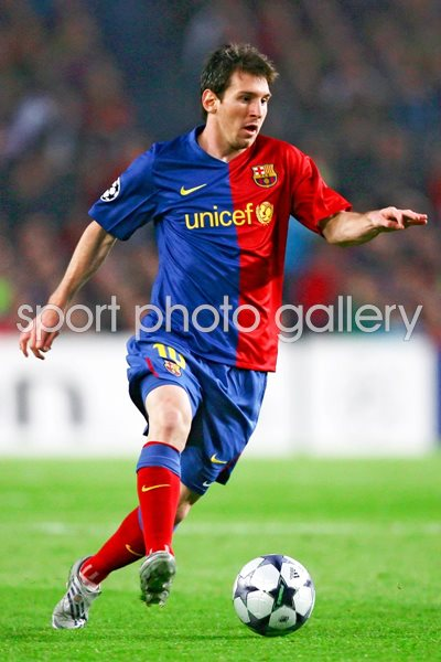 Lionel Messi on the ball for Barcelona 2009