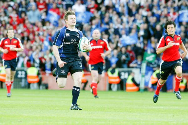 Brian O'Driscoll sprints clear to score for Leinster
