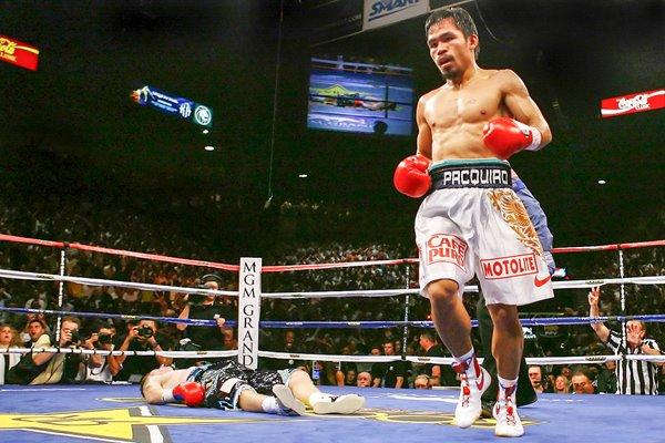 Manny Pacquiao knocks out Ricky Hatton