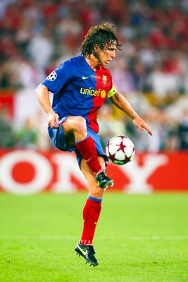 Carles Puyol of Barcelona controls the ball
