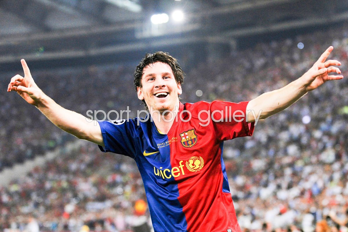 Messi celebrates scoring v Man United