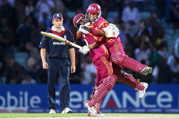 Sarwan and Chanderpaul of West Indies celebrate victory