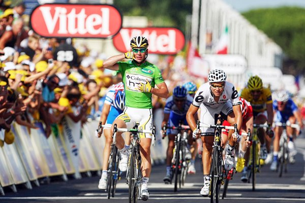 Mark Cavendish keeps Green Jersey with Stage 3 win