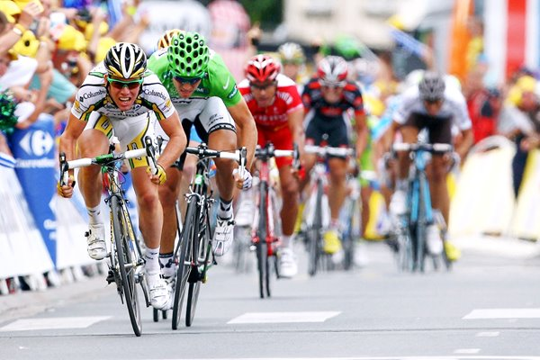 Mark Cavendish sprints to Stage 10 win