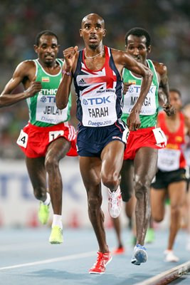 Mo Farah Great Britain leads 10,000m final