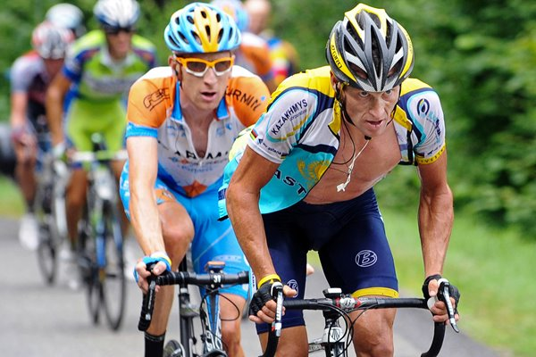 Lance Armstrong and Bradley Wiggins climb 2009